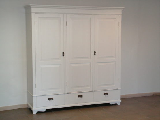 Large wardrobe with 3 doors